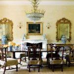 büyük yemek odaları için birden fazla varaklı ayna kullanabilirsiniz