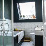 iskandinav tarzı banyo dekorasyonu ve siyah küvet seçimi
