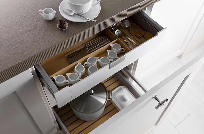 mutfakta çekmece içi düzenleyiciler ile düzen sağlayın