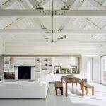 beyaz zeminler ile modern ve rahat iç mekan dekorasyonu