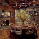 dekoratif bir tarza sahip yuvarlak masa tasarımı
