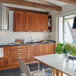 beyaz tuğla duvarlı küçük mutfak dekorasyonu