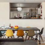 eames sandalyeler ile modern iç mekanlar