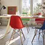 eames sandalyeler ile renkli dekorasyon stilleri