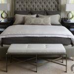 metal ayaklı beyaz yatak ucu puf sehpa