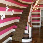 çizgili duvar kağıtları ile renkli dekorasyon