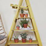 merdiven ile dekoratif raf yapımı