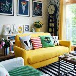 baskı ve desenler ile sarı koltuk ve kanepeler