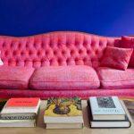 pembe kanepeler ile salon dekorasyonu