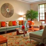 turuncu detaylı retro oturma odası