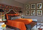 yatak odasında kahverengi ve turuncu uyumu