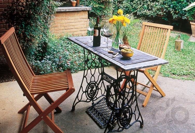 eski dikiş makinesinden bahçe masası yapımı