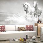 koşan atlar duvar posteri ile modern bir salon