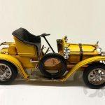 sarı ustu acık antika araba