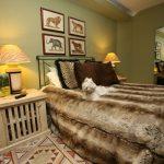 yatak odasında dekoratif havan temalı tablolar