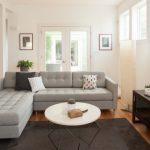 açık gri salon kanepe seçimi