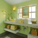 banyoda yeşil duvarlar ile ferah etki