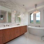 beyaz taş kaplama banyo duvar dekorasyonu