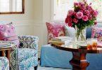 çiçeklerle enerjik bir salon dekorasyonu