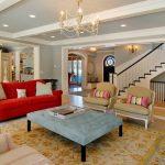 kırmızı kanepe ile çekici salon dekorasyonu