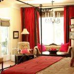 kırmızı perdeli klasik yatak odası dekorasyonu