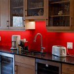 kırmızı tezgah arkası dekorasyon