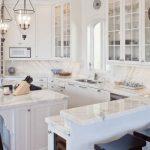 klasik beyaz mutfak dekorasyonu