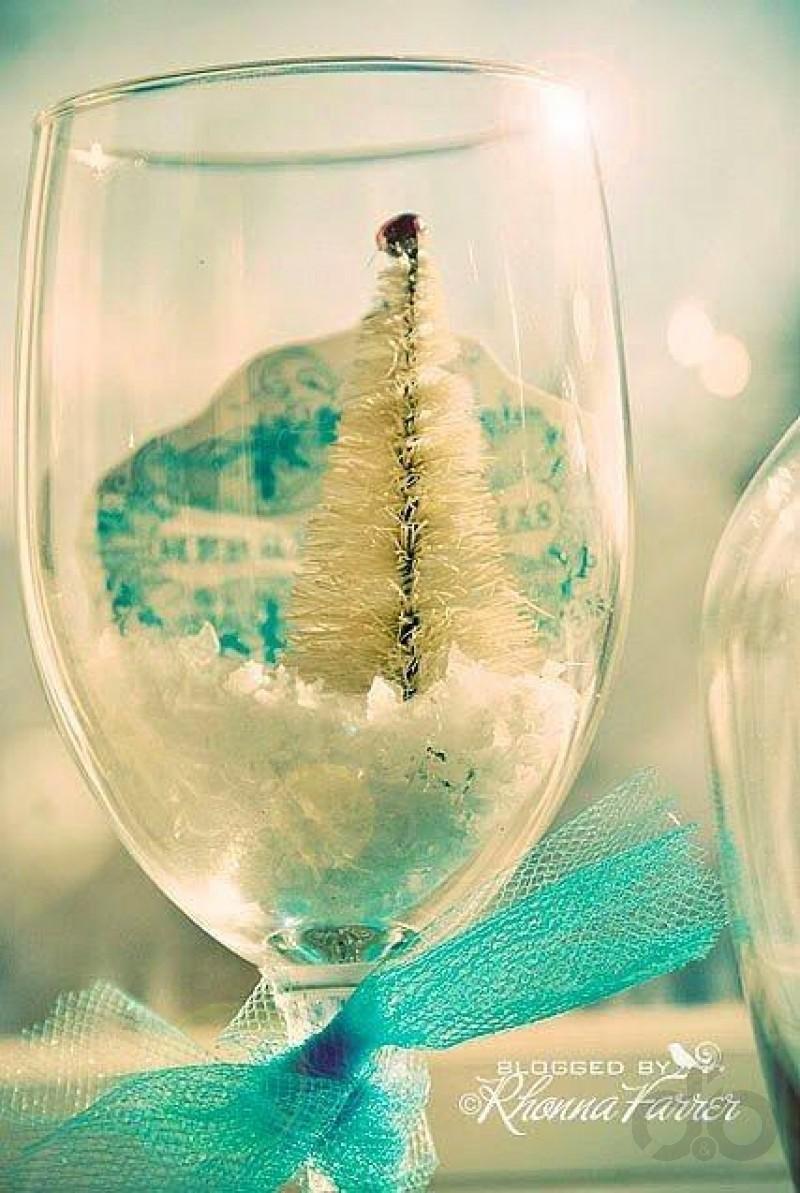 şarap kadehlere ile yılbaşı süsleri yapın