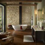 taş duvarlar ile modern banyo dekorasyonu