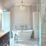 taşlı avizeler ile muhteşem banyolar