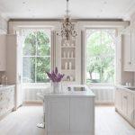 zarif ve estetik klasik beyaz mutfak