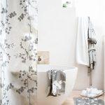 duş perdeleri ile zarif banyo dekorasyonları