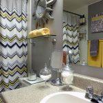 gri sarı modern banyo dekorasyonu