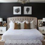 yatak odasında siyah duvarlar