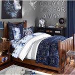 çarpıcı mavi yatak odası dekorasyonu