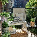 küçük ve rahat bir balkon