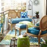 mavi ile ferah balkon dekorasyonu