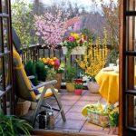 renkli yazlık balkon dekorasyonu