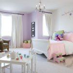 yatak odasında lavanta rengi