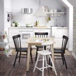 Dar mutfaklar için tercih edilebilecek bir masa sandalye çeşidi