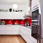 Mutfakta Kırmızı Beyaz Dekorasyon