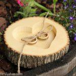 Ağaç kütüğünden yapılmış dekoratif yüzük tepsisi