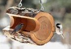 Kütükten yapılmış kuş evi