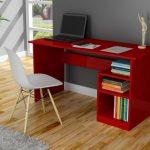 renkli bir çalışma masası ile mekanı hareketlendirebilirsiniz