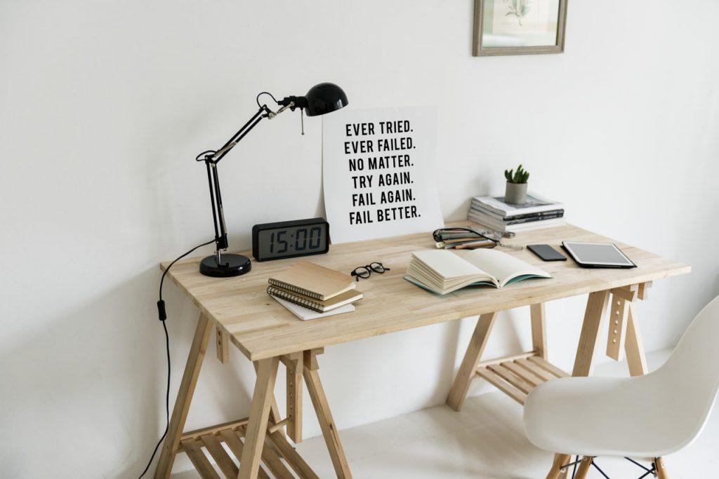 Sade Çalışma Masası