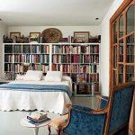 ikea kitaplıklar ile yatak odası dekorasyonu