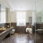 koyu renk mermer ile banyo dekorasyonu