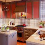 mutfakta ekoseli duvar kağıdı ile sıcak bir tarz