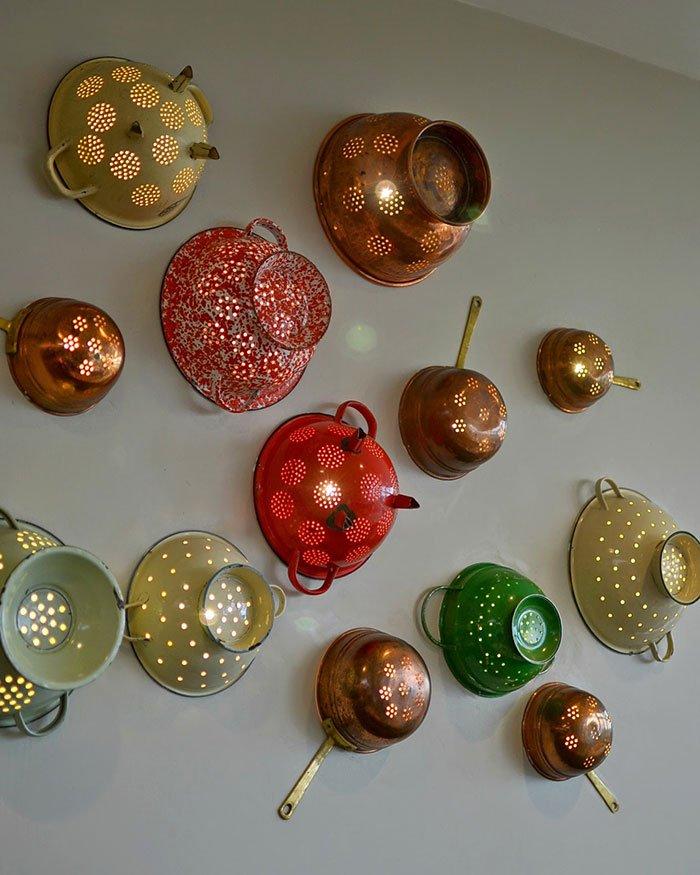 eski mutfak gereçleri ile gözalıcı duvar dekorasyon fikirleri