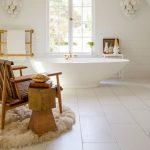 ahşap detaylı lüx banyo dekorasyonu